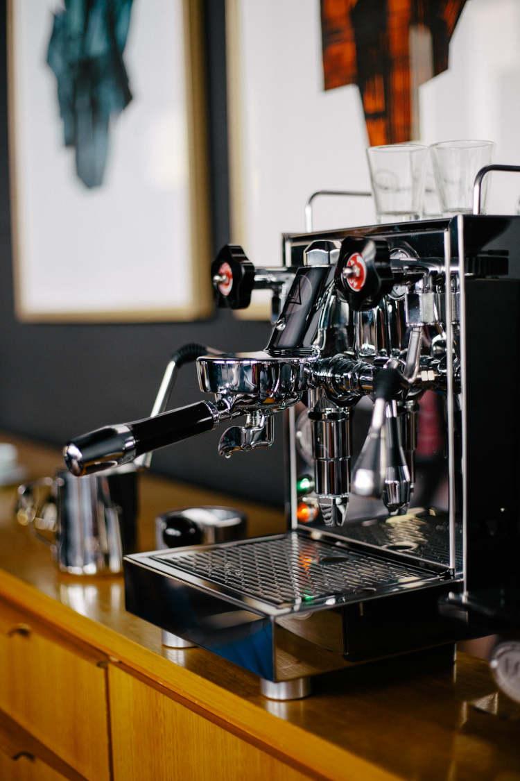 Espressomaschine kaufen von ECM Mechanika im Büro
