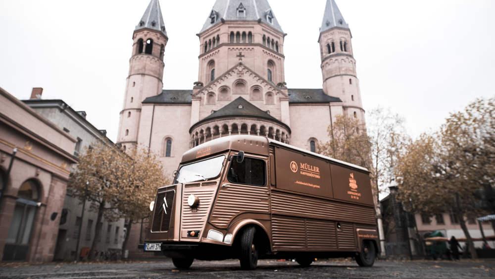 Kaffeemobil vor dem Mainzer Dom